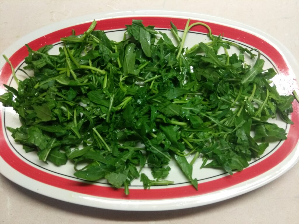 Фото рецепта - Куриный салат с помидорами и нектаринами - шаг 1