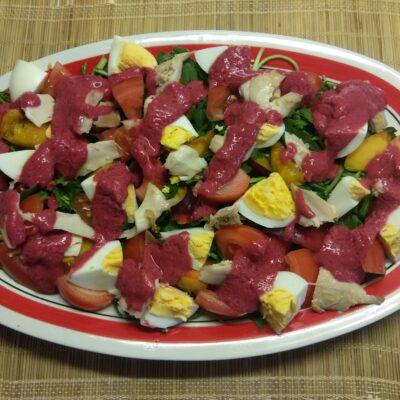 Фото рецепта - Куриный салат с помидорами и нектаринами - шаг 6