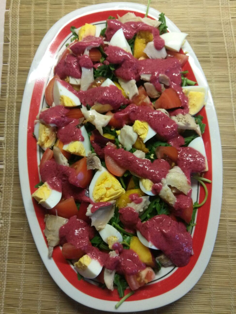 Куриный салат с помидорами и нектаринами