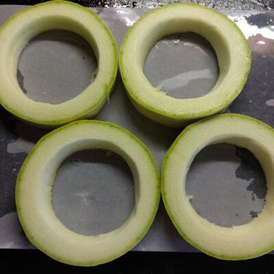 Фото рецепта - Омлет в кольцах из кабачка, запеченный в духовке - шаг 1