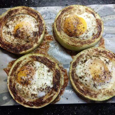 Фото рецепта - Омлет в кольцах из кабачка, запеченный в духовке - шаг 5