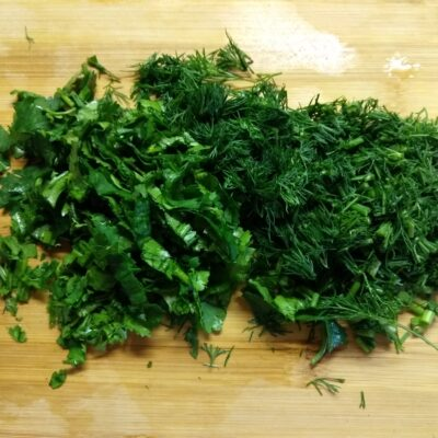 Фото рецепта - Салат с куриным филе, помидорами, ежевикой и консервированной кукурузой - шаг 1