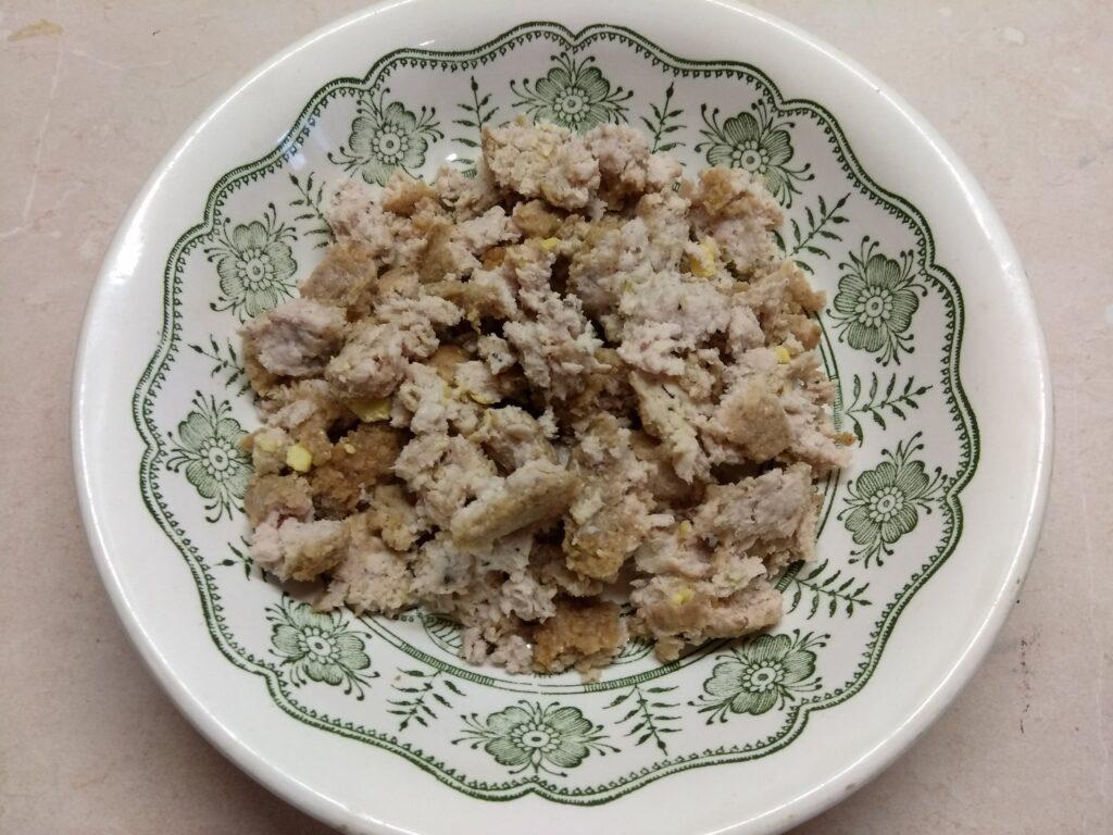 Фото рецепта - Омлет с куриным фаршем, помидорами и острым перцем - шаг 1