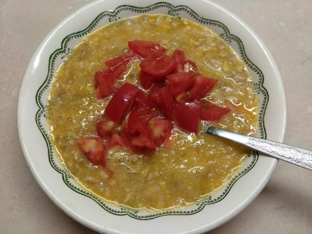 Фото рецепта - Омлет с куриным фаршем, помидорами и острым перцем - шаг 3