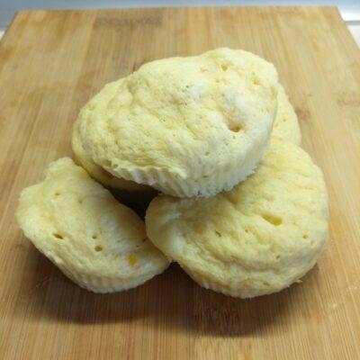 Кексы с консервированной кукурузой в микроволновке - рецепт с фото