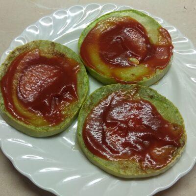 Фото рецепта - Сэндвичи из кабачков с колбасой, помидорами, огурцами и сыром - шаг 3