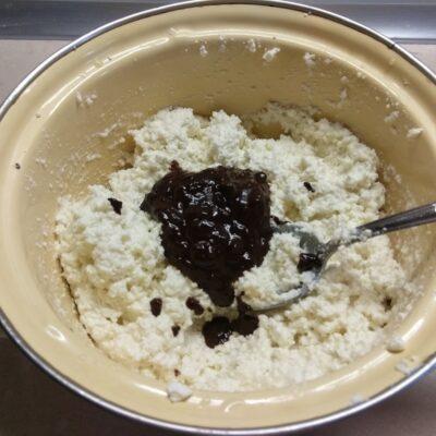 Фото рецепта - Шоколадный творожный чизкейк на основе из пряников - шаг 5