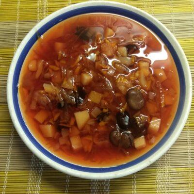 Постный красный борщ с бобами и болгарским перцем - рецепт с фото