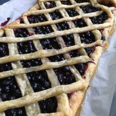 Быстрый пирог со смородиной - рецепт с фото