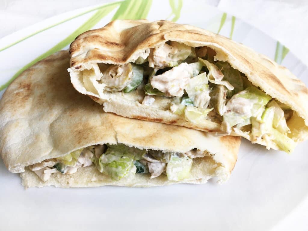 Фото рецепта - Пита с куриным филе и овощами - шаг 4