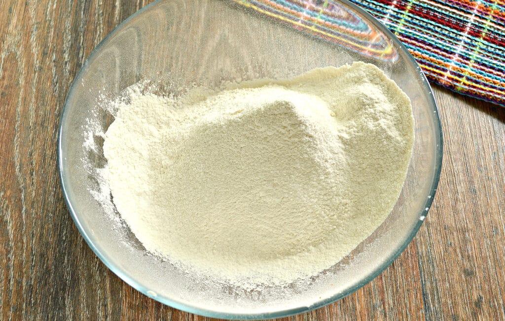 "Фото рецепта - ""Правильное"" тесто для вареников - шаг 1"