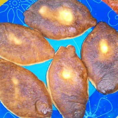 Жареные пирожки с картофельным пюре и зеленью - рецепт с фото