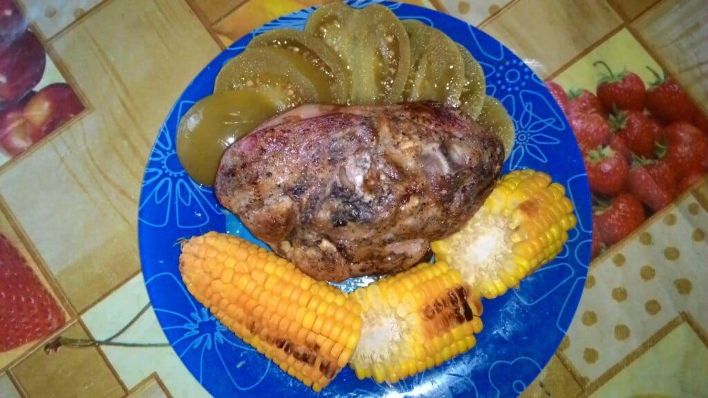 Фото рецепта - Запеченная свиная рулька с сметанно-горчичном соусе с кукурузой - шаг 6