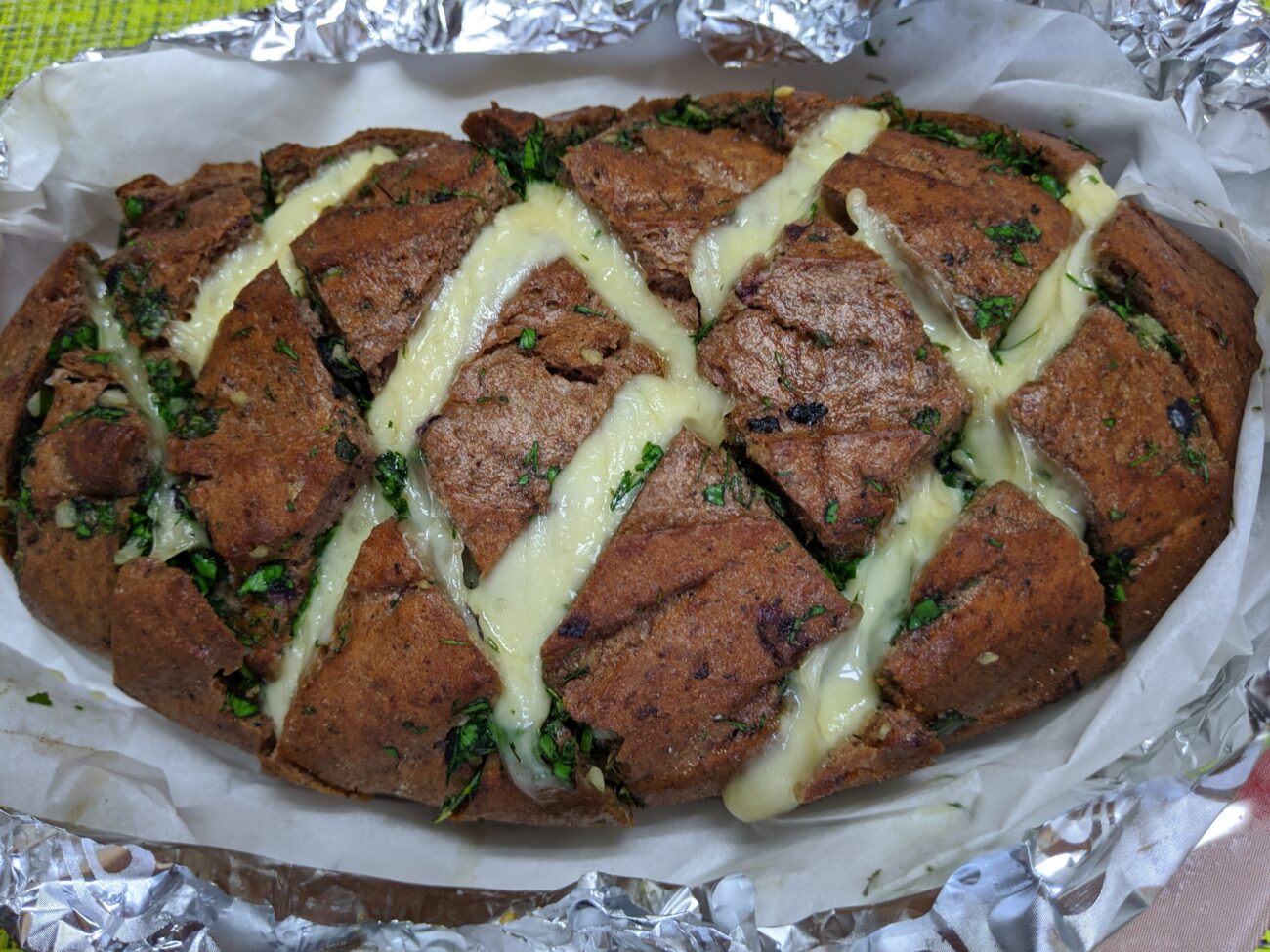 Оригинальный хлеб с чесноком и сыром