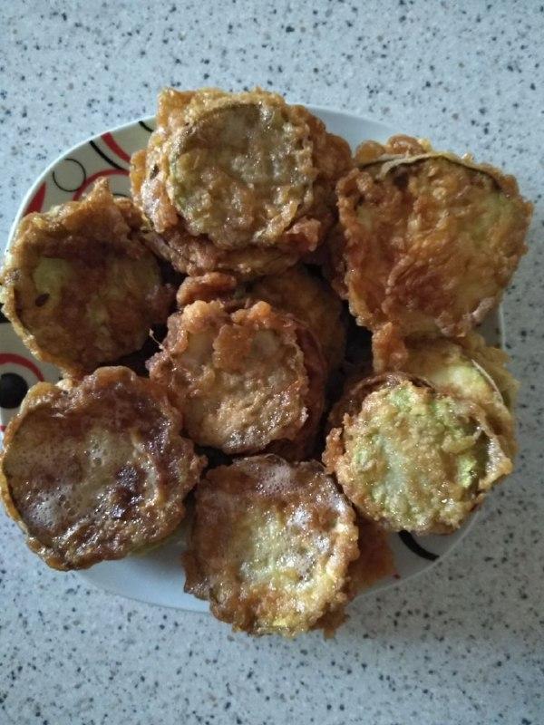 Фото рецепта - Закуска из кабачков с чесноком и помидорами - шаг 1