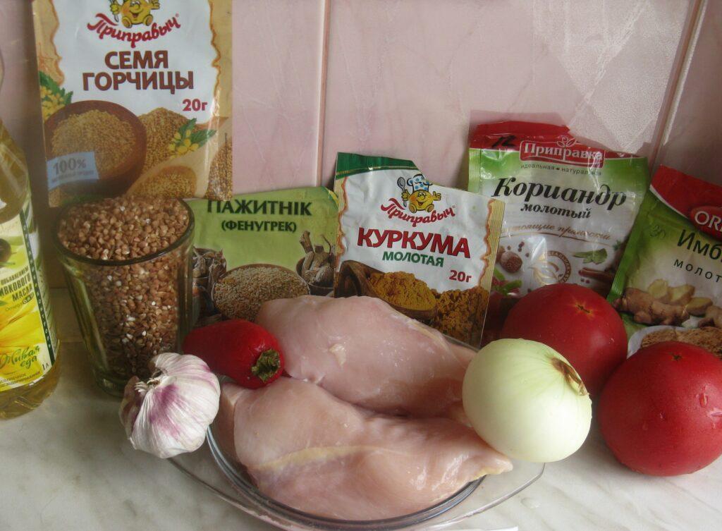 Фото рецепта - Куриные грудки с гречкой, тушеные в томатном соусе - шаг 1