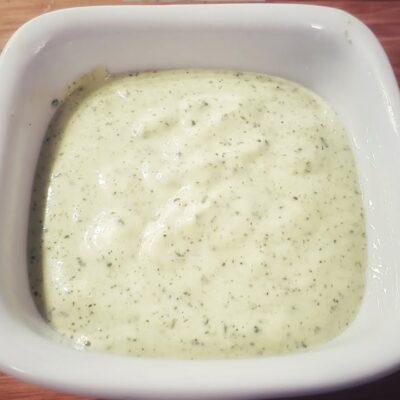 Чесночный крем-соус с кинзой и чили - рецепт с фото