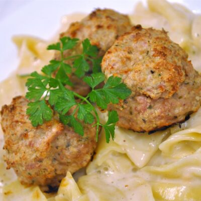 Куриные фрикадельки с сыром - рецепт с фото