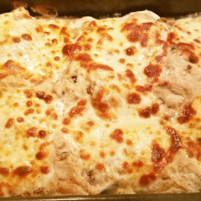 Запеченная курица с грибами в сметане с сыром - рецепт с фото