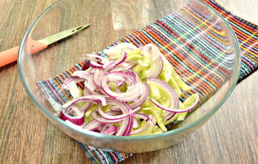 Фото рецепта - Овощной салат с кукурузой и морковкой по-корейски - шаг 2