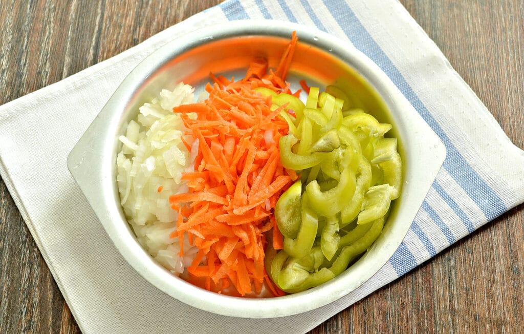 Фото рецепта - Картофель тушёный в мультиварке с овощами и говядиной - шаг 2