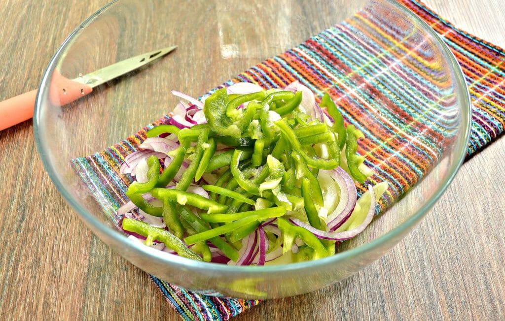 Фото рецепта - Овощной салат с кукурузой и морковкой по-корейски - шаг 3