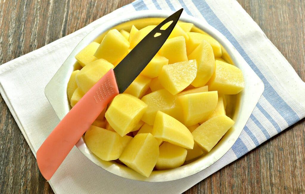 Фото рецепта - Картофель тушёный в мультиварке с овощами и говядиной - шаг 3