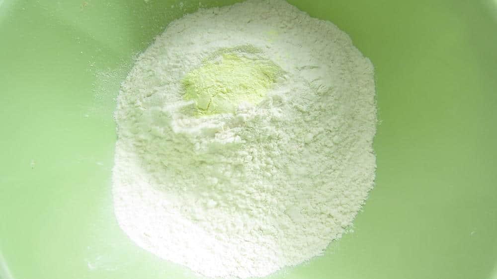 Фото рецепта - Лепешка с итальянскими травами на сковороде - шаг 2