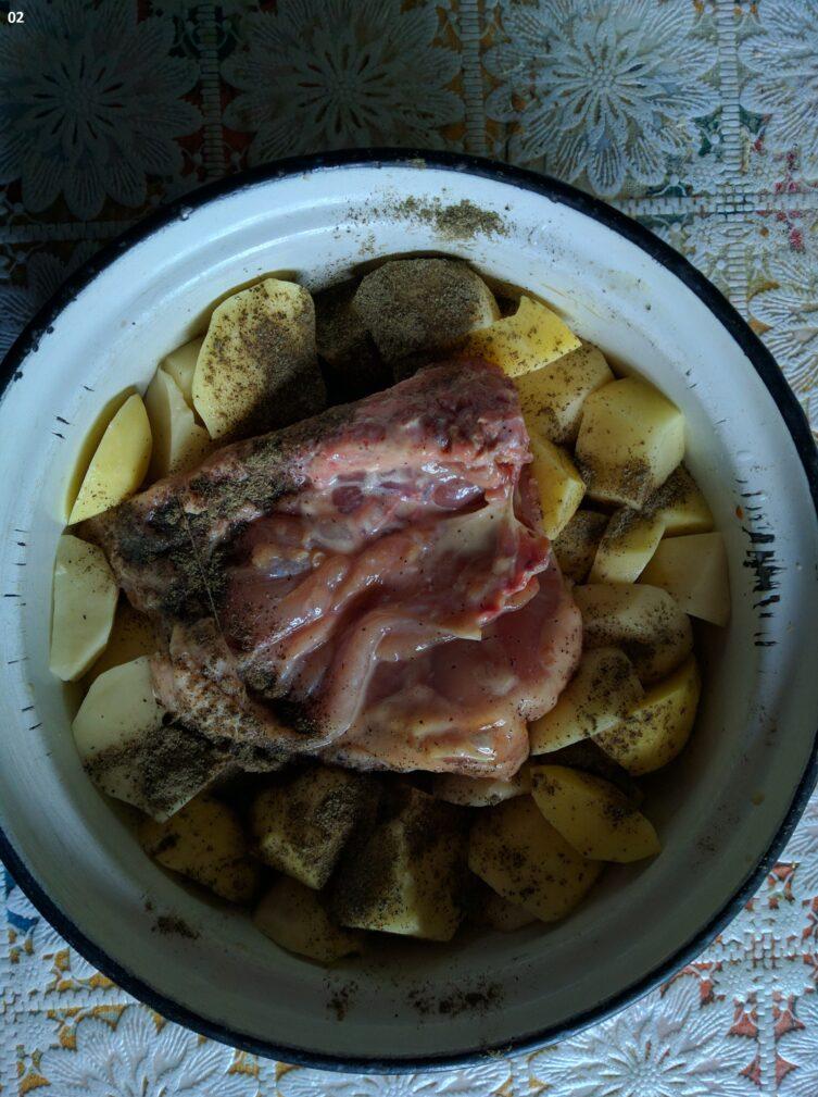 Фото рецепта - Грудка с картофелем, запеченная в молочно-соевом соусе - шаг 3