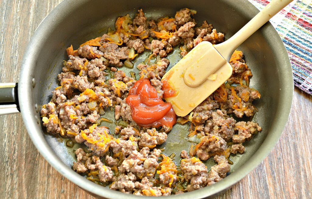 Фото рецепта - Спагетти с фаршем и овощами на сковороде - шаг 3