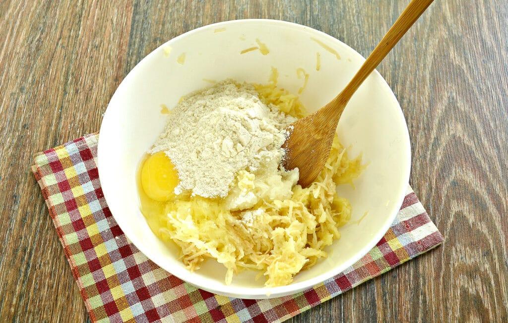 Фото рецепта - Драники с чесноком в мультиварке - шаг 3