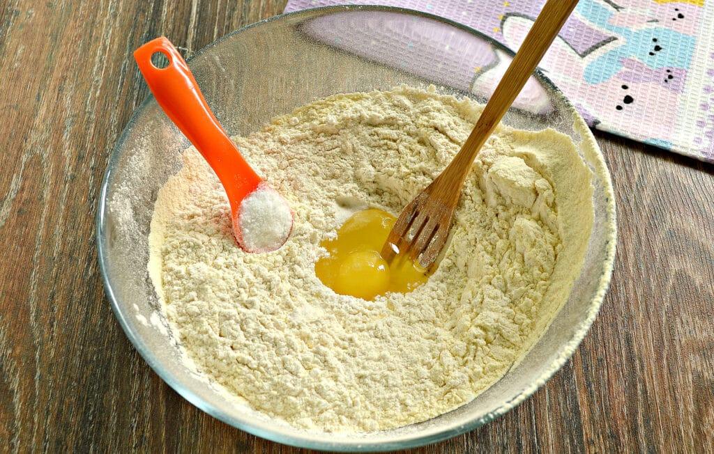 Фото рецепта - Классическое тесто для мантов - шаг 3