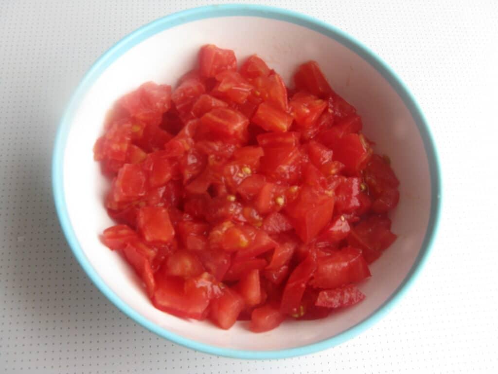 Фото рецепта - Куриные грудки с гречкой, тушеные в томатном соусе - шаг 3