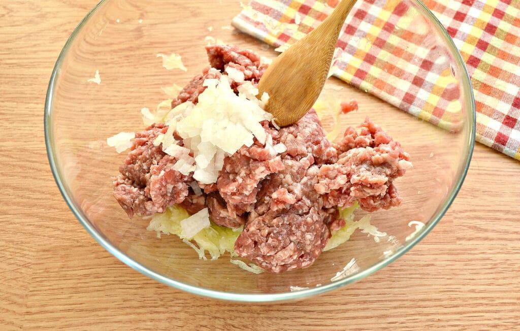 Фото рецепта - Биточки из мясного фарша с кабачками - шаг 3