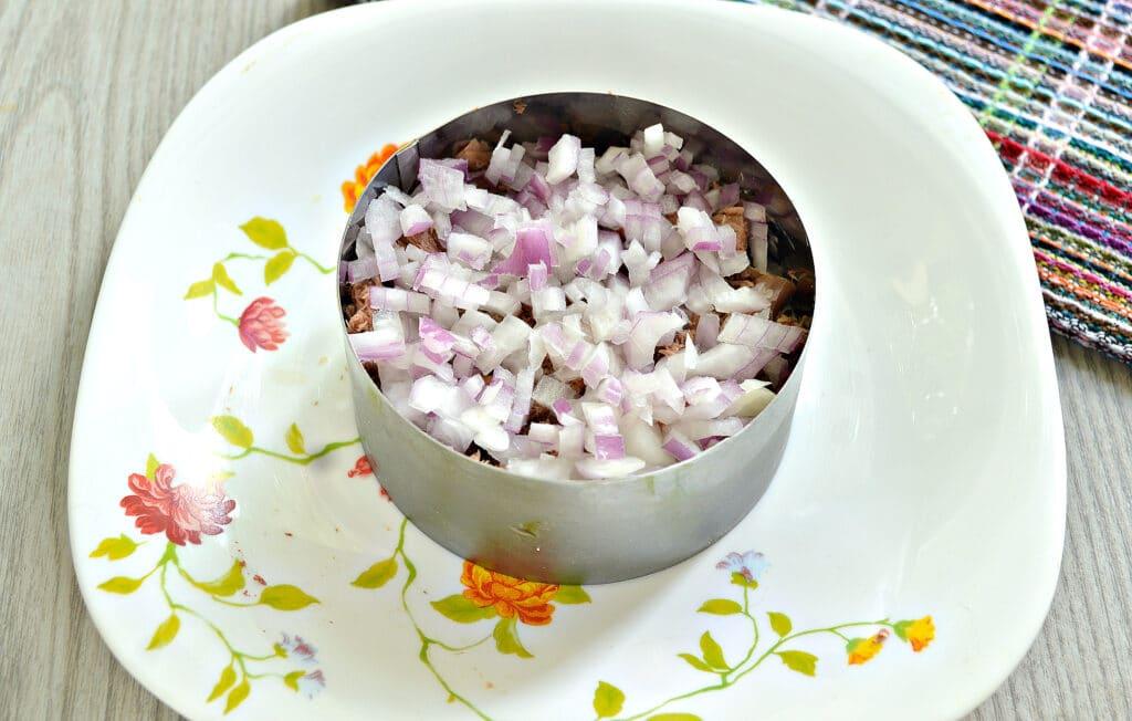 Фото рецепта - Слоёный салат мимоза с консервированным тунцом - шаг 3