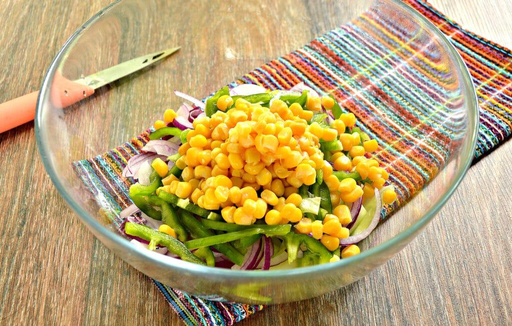Фото рецепта - Овощной салат с кукурузой и морковкой по-корейски - шаг 4