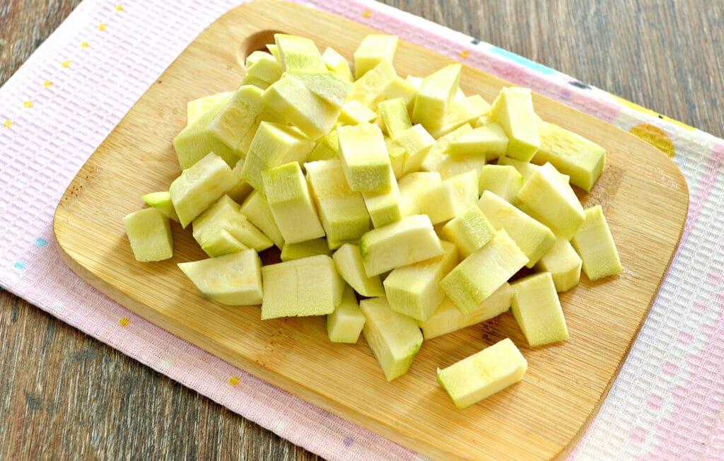 Фото рецепта - Овощное рагу с курицей и кабачками в мультиварке - шаг 4