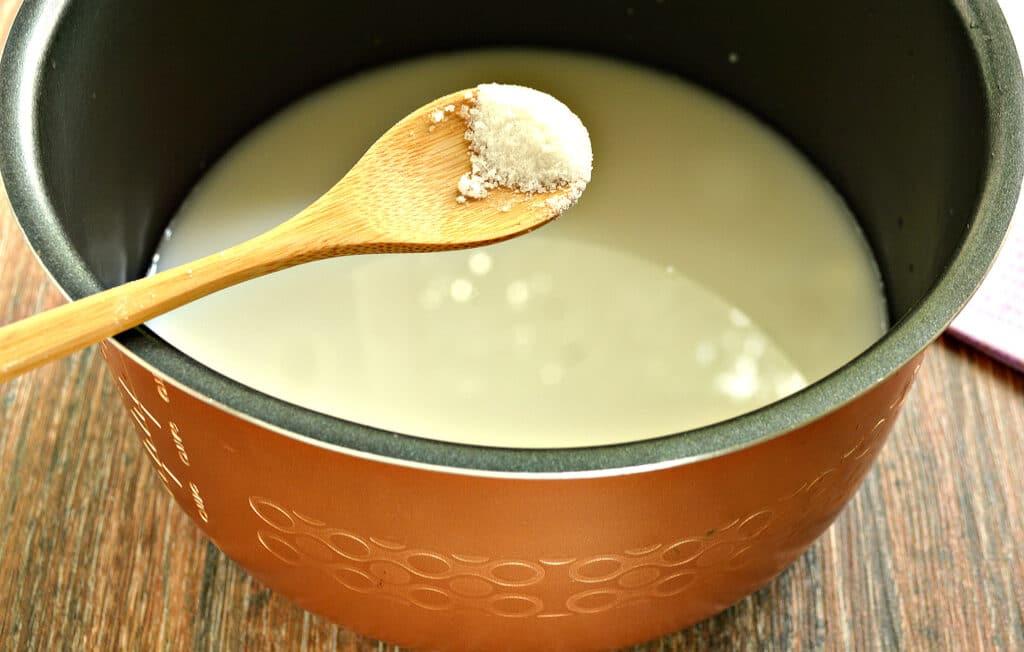 Фото рецепта - Рисовая каша на молоке в мультиварке - шаг 4