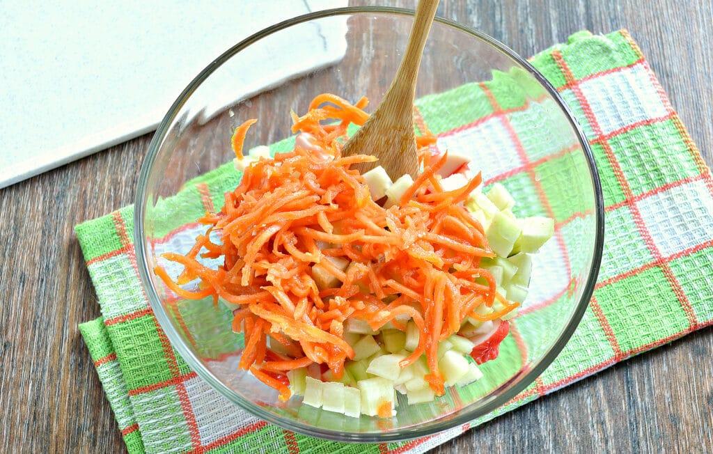 Фото рецепта - Рисовый салат с корейской морковкой и крабовыми палочками - шаг 4