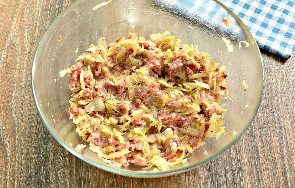 Фото рецепта - Манты с капустой и говядиной - шаг 4