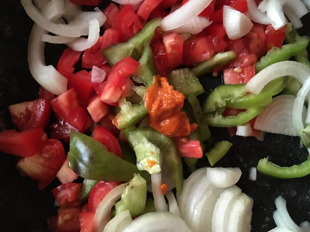 Фото рецепта - Овощное рагу с шампиньонами - шаг 3