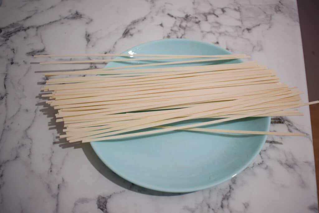 Фото рецепта - Суп куриный с лапшой и картофелем - шаг 4