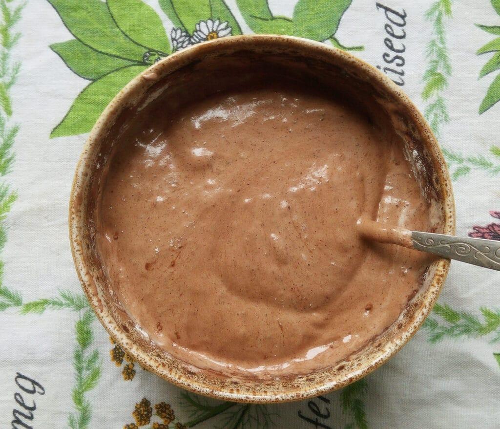 Фото рецепта - Шоколадный бисквит с вишней и грушами - шаг 4