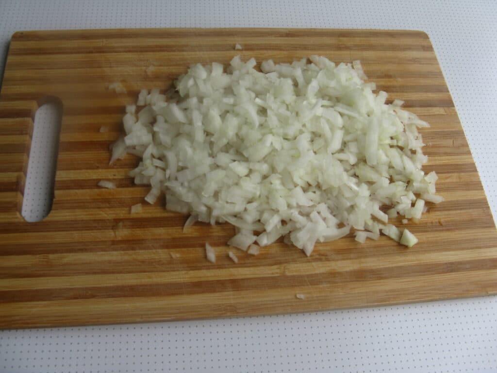 Фото рецепта - Куриные грудки с гречкой, тушеные в томатном соусе - шаг 4