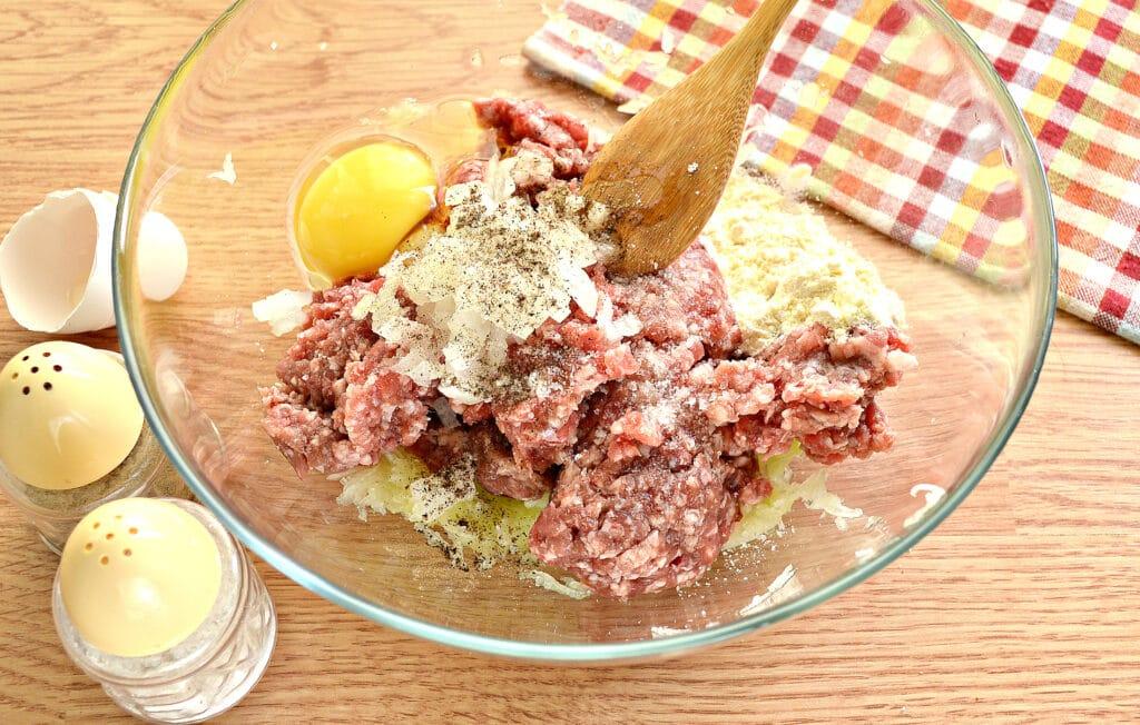 Фото рецепта - Биточки из мясного фарша с кабачками - шаг 4
