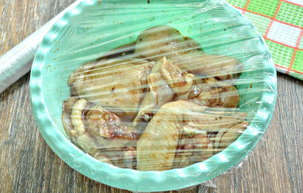 Фото рецепта - Курица в медовом чесночном маринаде в духовке - шаг 5