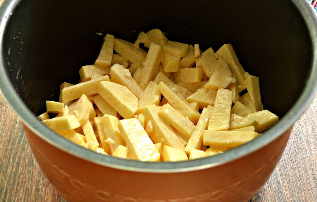 Фото рецепта - Картофель с майонезом в мультиварке - шаг 5