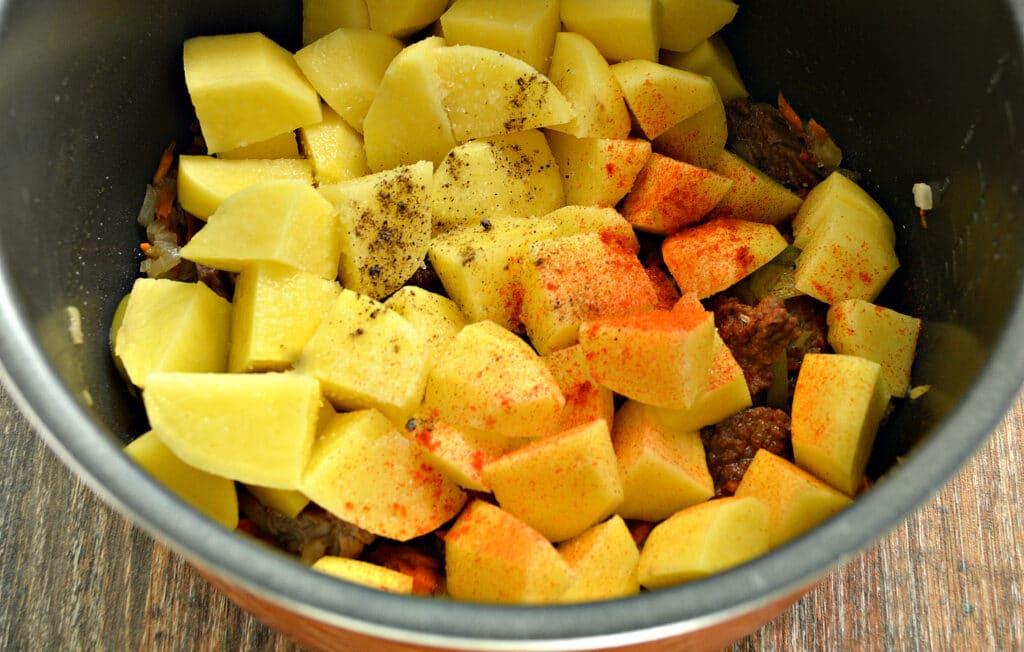 Фото рецепта - Картофель тушёный в мультиварке с овощами и говядиной - шаг 5