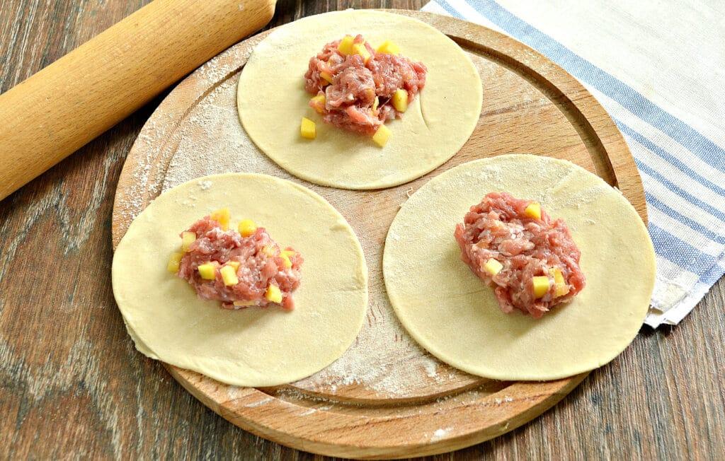 Фото рецепта - Манты с говядиной и салом - шаг 5