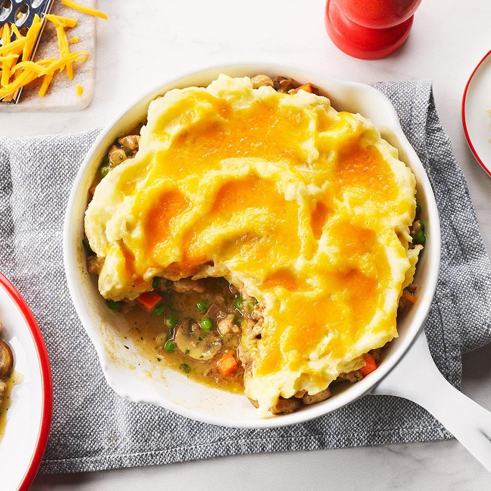 Картофельная запеканка с куриным фаршем, грибами и горошком